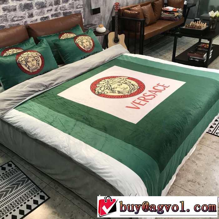 VERSACE 寝具4点セット 最新トレンドコーデおすすめヴェルサーチ 2019-20秋冬取り入れやすい