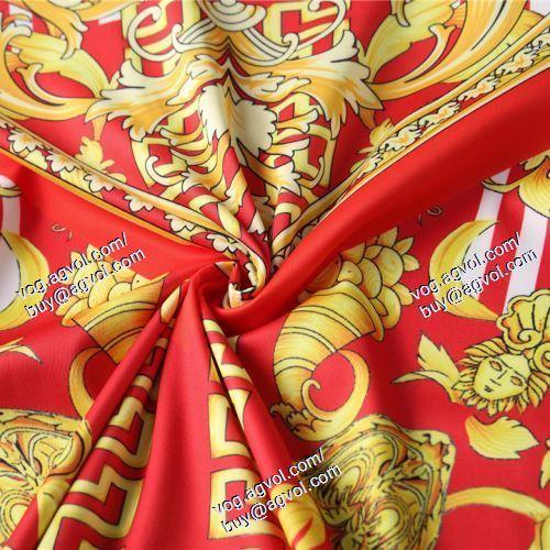 2021春夏 絶大な人気を誇る VERSACEスーパーコピー 代引 2色可選 半袖Tシャツ ヴェルサーチVERSACE